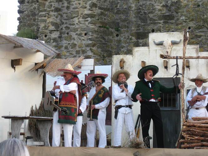 2009 – Blumen, Bräute und Banditen